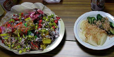 画像:大皿のつまみ